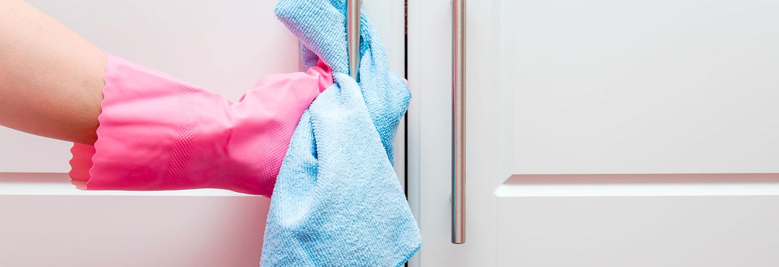 Bevorzugt Wie reinige ich meine Wohnungstür? Die 5 wichtigsten Tipps und KO48